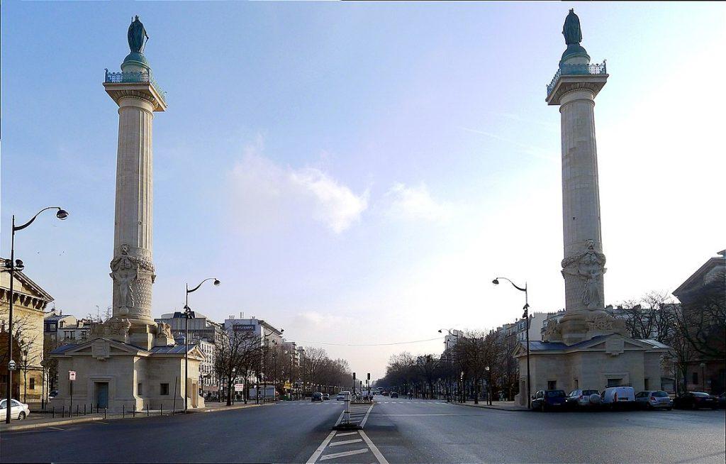 Gate of the throne in Paris