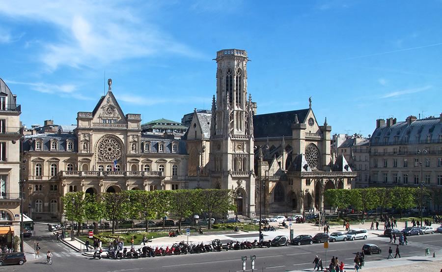 L'église Saint-Germain-l'Auxerrois et la mairie d'arrondissement