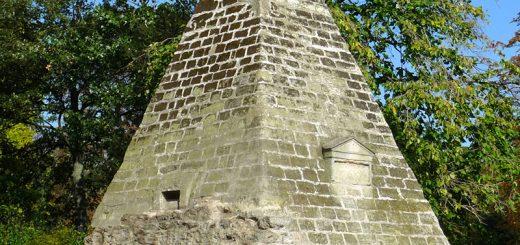 Pyramide du Parc Monceau